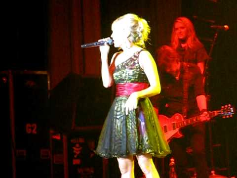Carrie Underwood Before He Cheats at the Oklahoma Hall of Fame Induction Ceremony - Muskogee OK 2009 Video