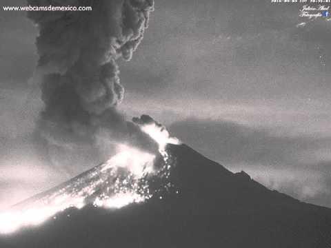 Extraordinaria explosión del Volcán Popocatépetl 3 de abril 2016 20:32 horas