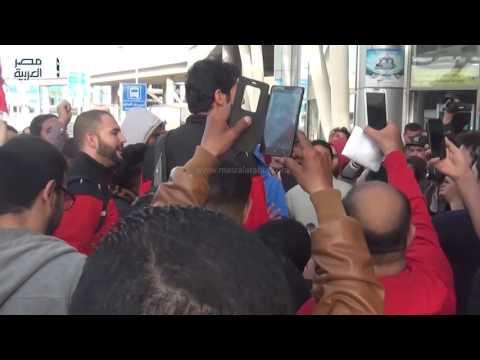 مصر العربية | بعثة طائرة الأهلى تصل القاهرة بعد التتويج بالبطولة الإفريقية