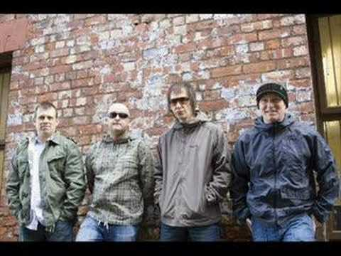 Inspiral Carpets - Keep The Circle Around