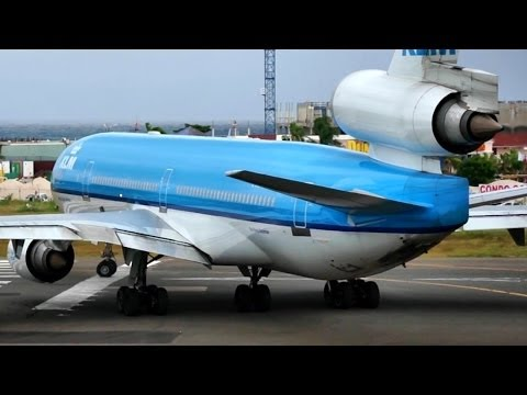 McDonnell Douglas MD-11 Climbing like a Rocket from Princess Juliana, St Maarten