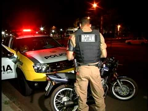 RAPAZES NÃO RESPEITAM ABORDAGEM POLICIAL FOGEM DE MOTO E SAOO DETIDOS NA AVENIDA GASTÃO VIDGAL EM MA