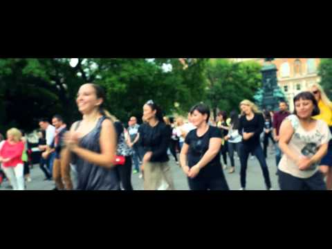 download lagu Here Comes The Hotstepper - Flash Mob gratis