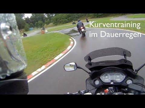 Motorrad Kurventraining im Dauerregen (ADAC Linthe, Schräglagen-Training, 2017)