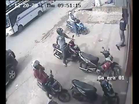 Cctv Anak Sekolah Curi Helm Di Parkiran Toko video