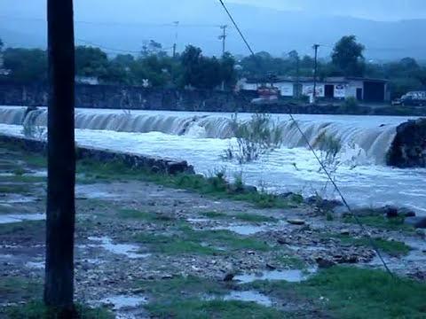 Desbordamiento de la Presa de Nopala, Nopala de Villagran, Hidalgo, Mex. Octubre de 2009