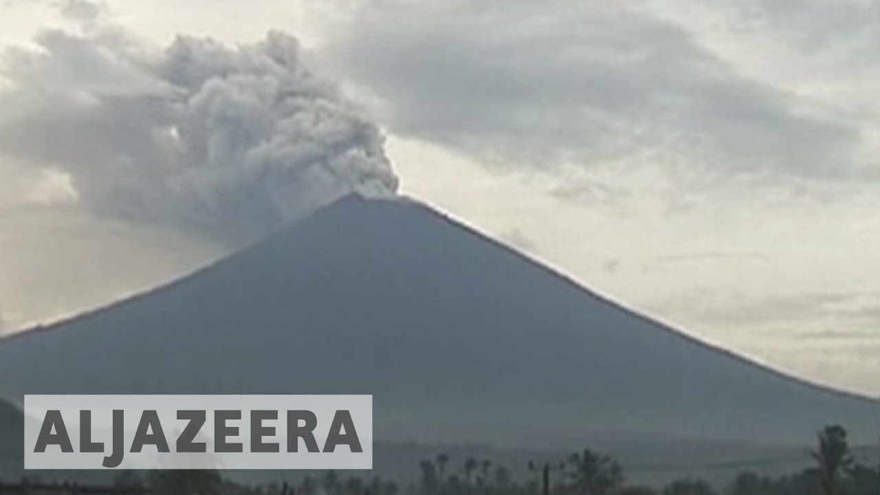 Thousands living near Bali volcano refuse to evacuate