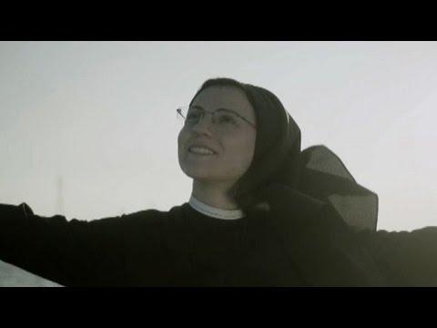 "Suor Cristina canta ""Like a Virgin"" a Venezia"