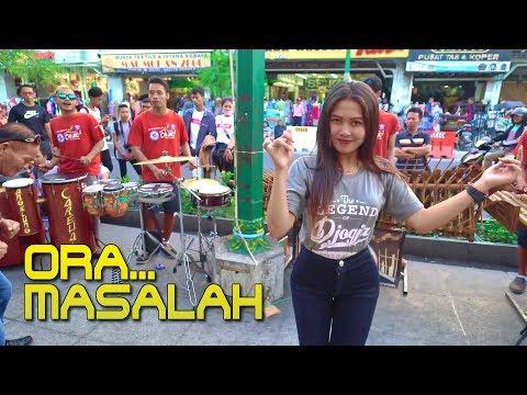 ORA MASALAH - Lagu Enak versi Angklung Carehal Jogja (Angklung Malioboro) Dangdut Koplo