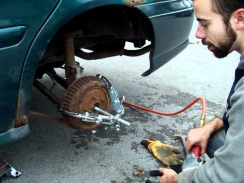 Brake drums removal