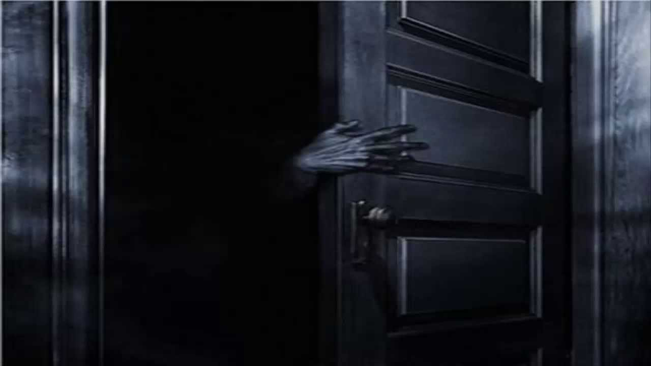 Abre la puerta al repartidor estando desnuda 1