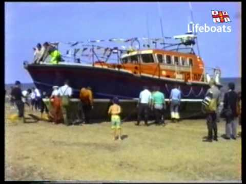 Skegness RNLI Lifeboats - Archive: 'Lincolnshire Poacher' launch and recovery, July 1990