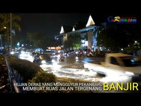 Terjangan Banjir Lumpuhkan Jalan Jenderal Sudirman Pekanbaru