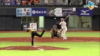 20130811 CPBL 象VS獅 8下 陳俊輝因觸身球上壘+界外球K到小妹妹好驚恐