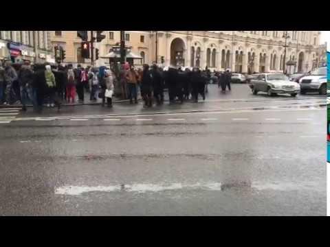 Момент задержания ОМОНОМ людей в Санкт-Петербурге,Площадь Восстания
