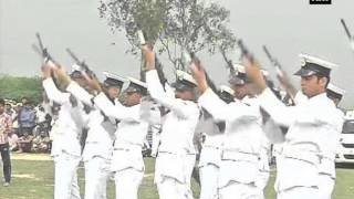 video Kurthala, March 29 (ANI): Martyr Lt Kiran Shekhawat who lost her life in Indian Navy's Dornier aircraft crash on Sunday was accorded with Guard of Honour in Kurthala village of Haryana. A Dornier...