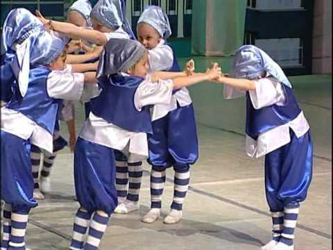Гумми Гном - танец гномиков (гумми бер).