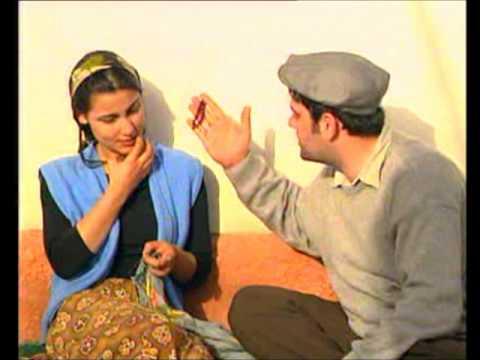 Türbanlı kadın köyde samanlık da kahyaya veriyor  Sürpriz