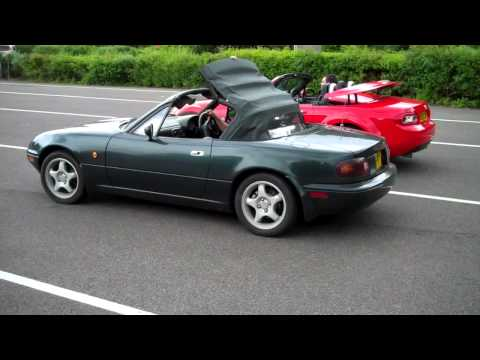 The great Mazda MX-5 roof race