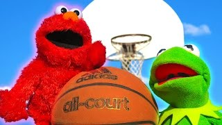 Kermit the Frog and Elmo 1v1 in Basketball!
