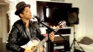 download lagu Bruno Mars - The Lazy Song Studio Session Live.mp3 gratis