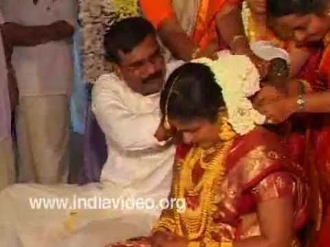 Thalikettu- Tying the wedding knot in Hindu marriage