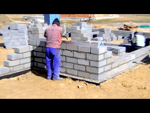 Budowa domu, fundament, Full HD, film 4 Murowanie ścian fundamentu