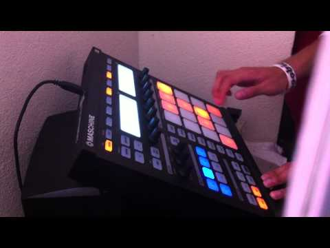 Makulet making beats on maschine ( Sampling )