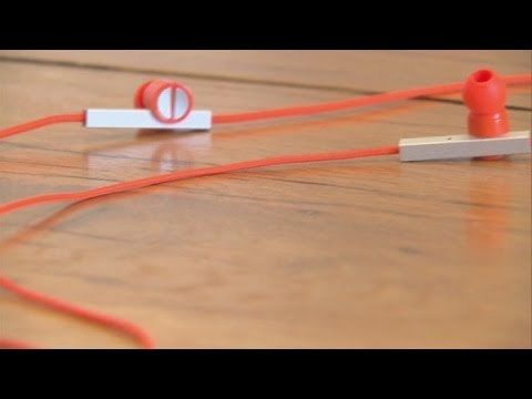 New earbuds take aim at Apple's Beats
