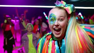 JoJo Siwa - Worldwide Party (Official Music Video)