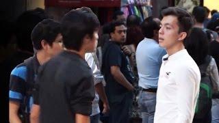 Provocando Peleas En La Calle Con #Selfies | Bromas Pesadas En La Calle | Bromas 2014 | SKabeche