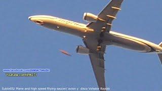 Amazing UFO close to Plane in los Angeles CA▬OVNI Cilindrico Cerca A avión en los Angeles 02/11/2015
