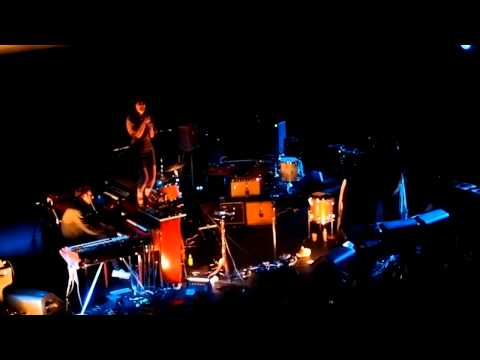 Feist &amp; Gonzales - &quot;The Limit to Your Love&quot; Live @ Olympia (Oct. 20th 2011) [HD]