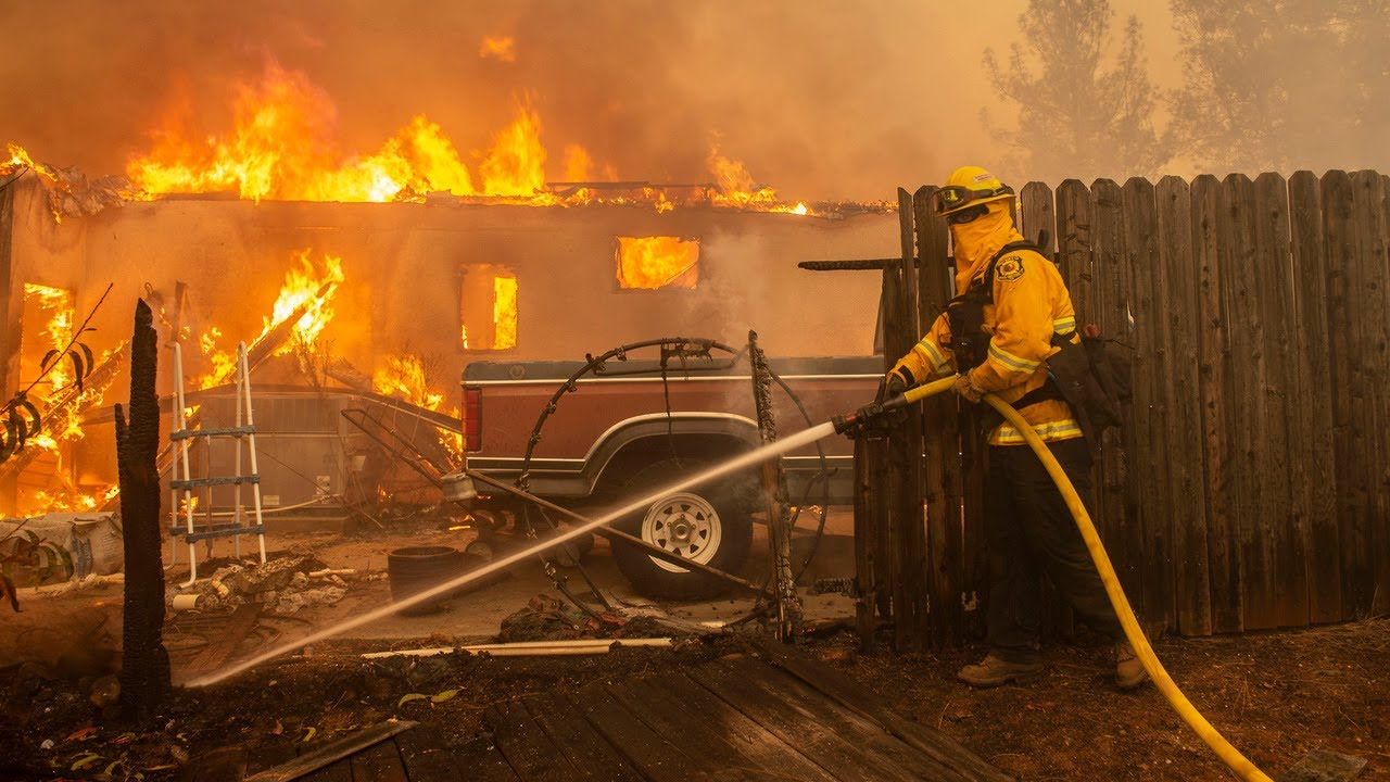 Watch as Northern California's 'Camp Fire' blazes through the town of Paradise