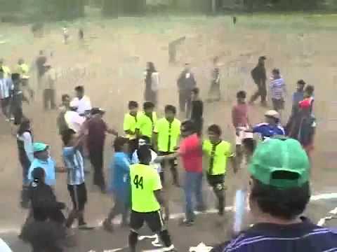 Partido de fútbol amateur termina con balazos y batalla campal en Los Angeles