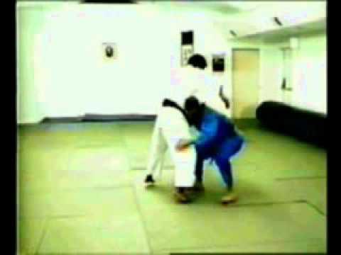 Tawara-gaeshi judo throw Image 1