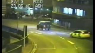 Land Rover Defender vs. Police - Police Chase