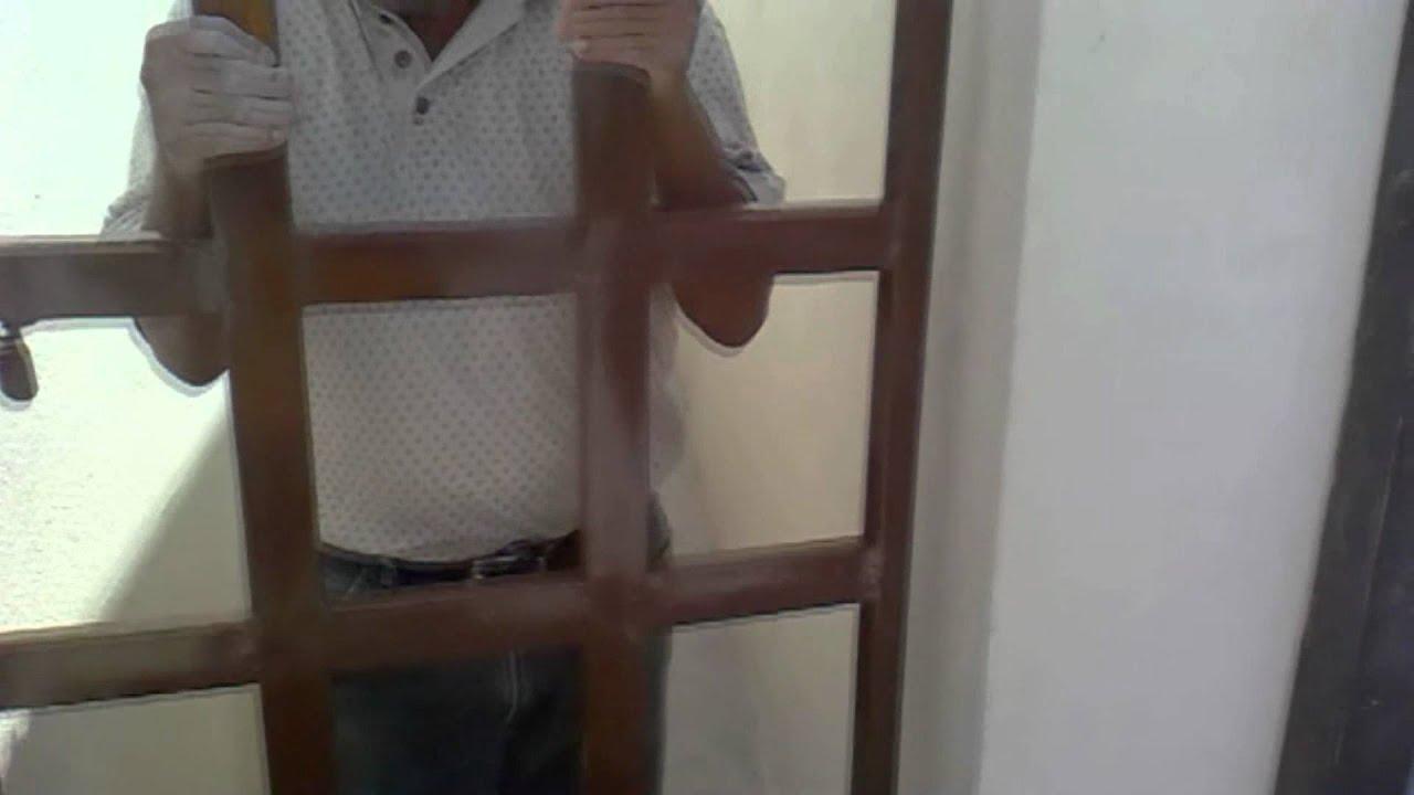 Como instalar una puerta de fierro a una pared hd youtube for Como poner una puerta de madera con marco
