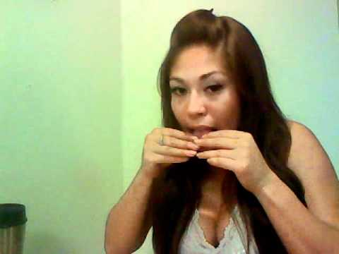 Mizz420 teaches you how to roll a joint.wmv