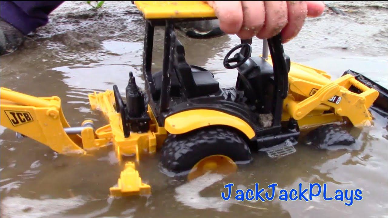 Backhoe digging clipart
