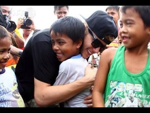 Justin Bieber visiting Philippines Typhoon Victims 2013 - Videos & Pictures