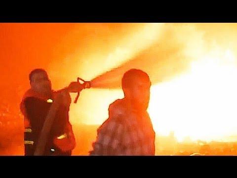 Air strikes continue to target Gaza Strip causing carnage