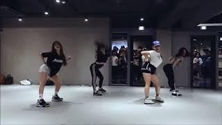 Anaconda Nicki Minaj-Lia Kim (Mirror)
