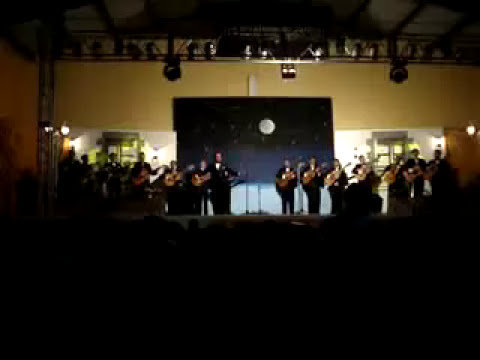 Rondalla Amor del Alma interpretando a The Beatles
