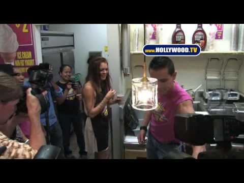 Lindsay Lohan Creates Her MilkShake At Millions Of MilkShakes