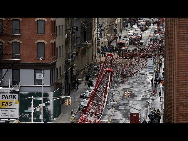 Grua cai no centro de Nova Iorque e mata uma pessoa
