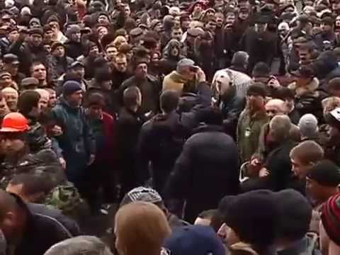 """Харьков. Избиение пленных """"бандеровцев"""" (майдановцев)"""
