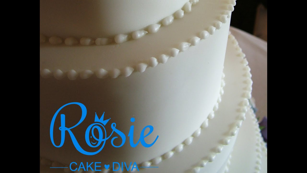 How To Use Royal Icing On Cakes