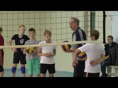 Обучение волейболу детей. Упражнения с мячом в паре. Нападающий удар, подача