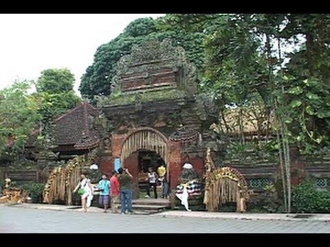 Budaya Lokal Menarik Wisatawan